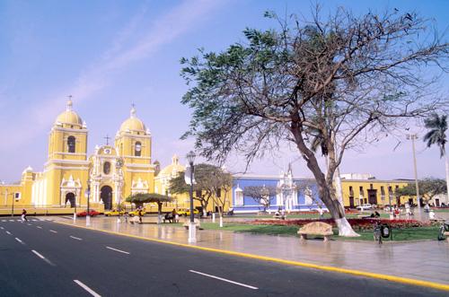 Im Tal von Lima wird viel Wasser für die Wässerung von Grünanlagen verwendet, Peru