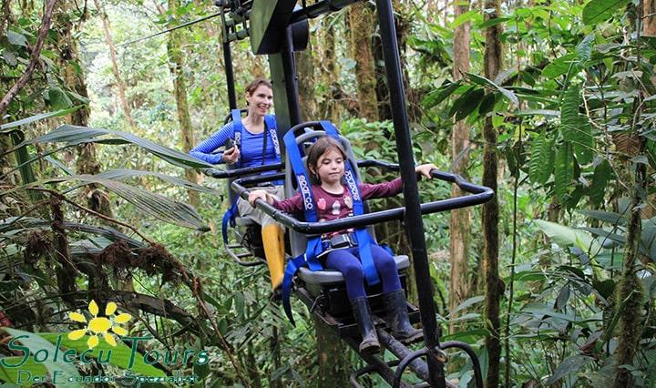 Luftfahrrad bei der Mashpi Lodge im Nebelwald Ecuadors