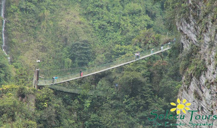 Hängebrücke auf dem Weg zum Pailon del Diablo