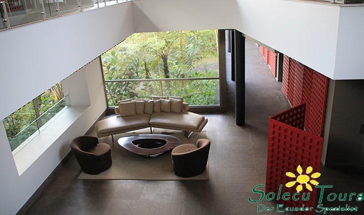 Lounge der Mashpi Lodge Ecuador