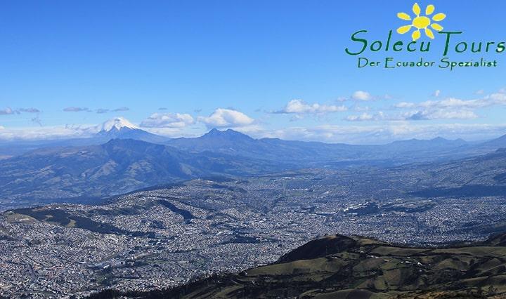 Blick auf Quito und die umliegende Vulkankette, ecuador