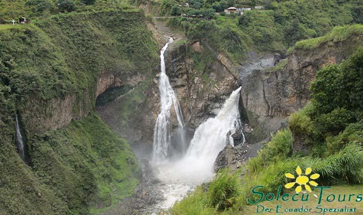 Wasserfall in der Nähe von Baños de Agua Santa in Ecuador