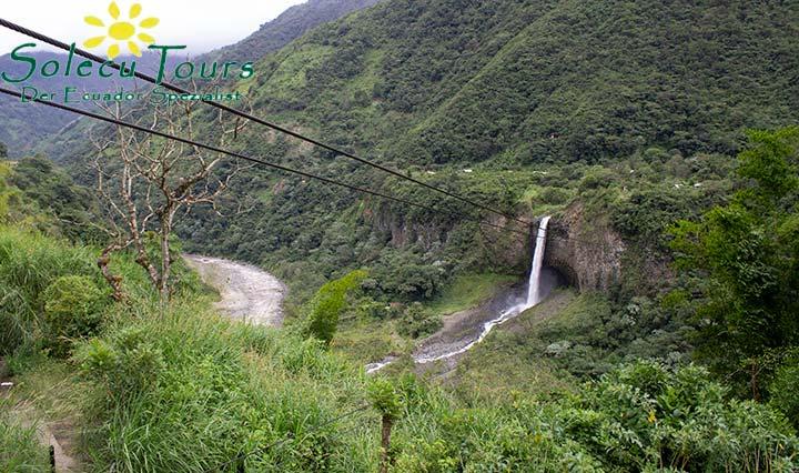 Aussicht auf einen Wasserfall bei Baños de Agua Santa