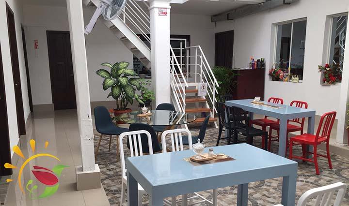 Innenhof des Cafés Kris Ken Dan in Ibarra