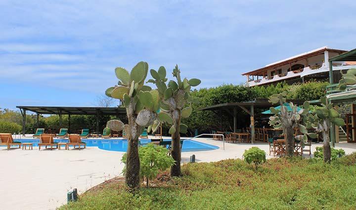 Außenanlage des Finch Bay Hotels auf Galapagos