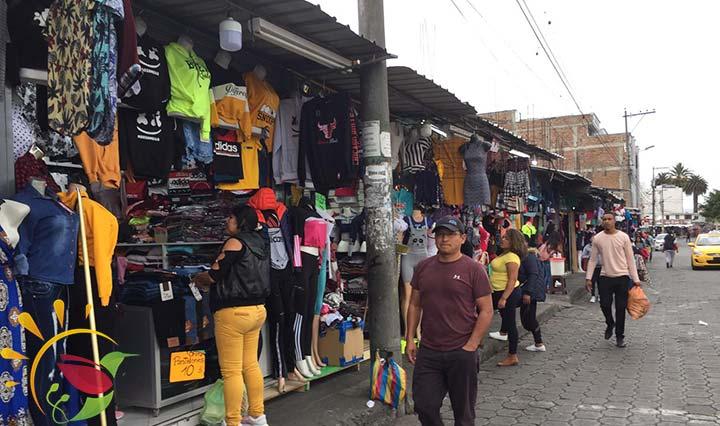 Markt vor dem Busterminal in Ibarra