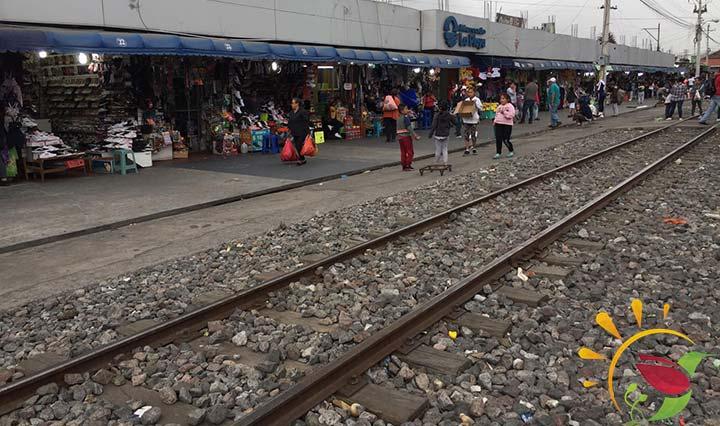 Bahnschienen vor dem Markt in Ibarra