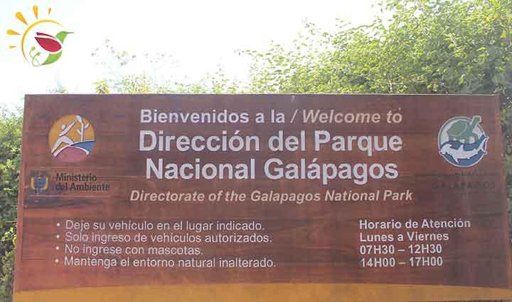 """Schild """"Willkommen auf Galapagos"""""""