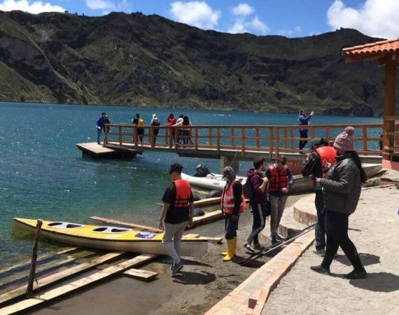 Kayaks in der Quilotoa Lagune