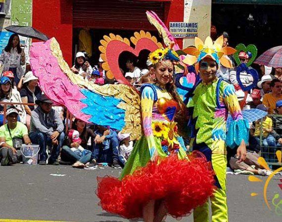 Kostüme am ecuadorisnischen Karneval in Ambato